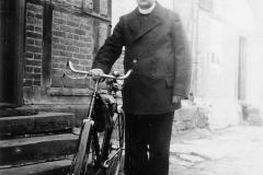 007.Sommerschenburg, Fahrbereit zum Religionsunterricht 30 km - 1932