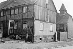 017.Sommerschenburg, kath. Kirche ehem. Scheune, jetzt wieder Scheune vorn Schule - 1935