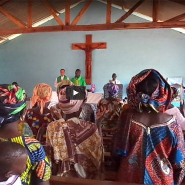 Heilige Messe mit Pfarrer Sperling in Benin